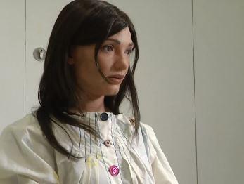 Te imaginas una mujer robot que pinta retratos de alta calidad